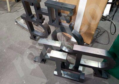 Rótulo de acero corten